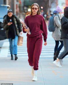 One look? Gigi Hadid opted for monochrome comfort and Vogue Eyewear on Saturday as she ste. Looks Gigi Hadid, Gigi Hadid Style, Athleisure, Fashion Pants, Fashion Outfits, Dope Fashion, Gigi Hadid Outfits, Modelos Fashion, Looks Street Style