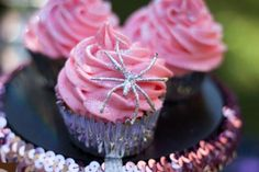 PinkHalloween.Party{cupcakes and came along a spider}