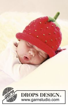 """Free pattern! BabyDROPS 21-21: Knitted DROPS strawberry hat or blueberry hat in """"Alpaca"""". (Change language on pattern by clicking on the link and selecting your language in the drop-down menu below the picture.)"""