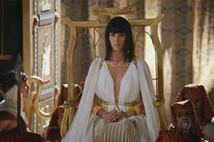 Nefertari finalmente chega à sala do trono para a cerimônia de casamento+ Acesse o R7 Play
