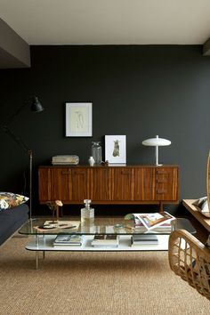 Couleur Mur Salon 2017 On Decoration D Interieur Moderne LSD Idees with . Added on July 2017 on Maison Moderne Dark Green Living Room, Dark Walls Living Room, Living Room Wall Designs, Living Room Modern, Living Room Decor, Little Greene Farbe, Little Greene Paint, Painted Front Doors, Painted Walls