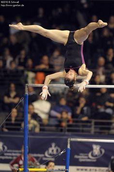 Amazing Gymnastics, Gymnastics Pictures, Sport Gymnastics, Artistic Gymnastics, Gymnastics Leotards, Dance Photography Poses, Gymnastics Photography, Old Man Fashion, Female Gymnast