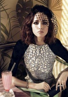 Rose Byrne, libra rising (milkshakes and cigarettes...persona of Pluto and Libra in the first house)