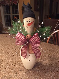 Christmas Art, Christmas Projects, Holiday Crafts, Christmas Ornaments, Bowling Pin Crafts, Bowling Pins, Bowling Ball Art, Kegel, Craft Show Ideas
