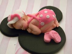 Baby Girl in Pink Polkadots Outfit - Baby only, Cake topper made of vanilla fondant, you can choose the colors, boy or girl Satin Ice Fondant, Fondant Baby, Fondant Cakes, Cupcake Cakes, Cupcakes, Fiesta Baby Shower, Baby Shower Cakes, Baby Cake Topper, Cupcake Toppers