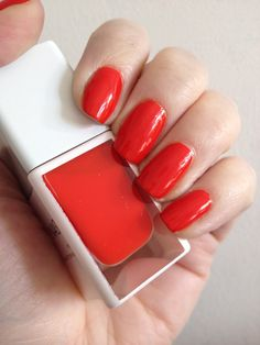VVB, Victoria, Victoria Beckham - Judo Red Painted Nails & Baking Scales
