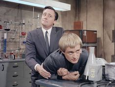 Robert Vaughn & David McCallum being unbearably cute together Man From Uncle Tv, Ncis Characters, 60s Tv Shows, Robert Vaughn, David Mccallum, Star Ship, Celebrity Stars, 1960s, Tv Series