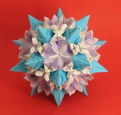 Name: Tornillo + flowers  Tornillo - Designer: Paolo Bascetta Units: 30 Paper: 8,5 х 8,5   Flowers - Designer: Valentina Minayeva Units: 60 Paper: 5,5 х 5,5   Final height: ~ 13,0 cm