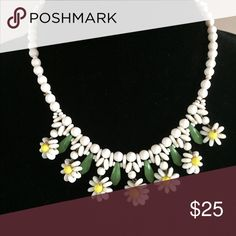 Vintage daisy choker beautiful This choker is dainty and adorable has little daisies made out of small beads Jewelry Necklaces