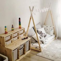 Einloggen, The Effective Pictures We Offer You About Montessori nursery A quality picture can tell you many things. You can find the most beautiful pictures that can be presented to you abo Baby Bedroom, Baby Room Decor, Girls Bedroom, Room Ideias, Montessori Playroom, Toy Rooms, Kid Spaces, Girl Room, Toddler Bed