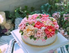 "ElleBaking FlowerCake on Instagram: ""เค้กดอกไม้โทนชมพูหวานๆ สวยๆ สดใสๆคะ. IG: ellebaking_flowercake FB: ellebaking  Tel: 0842987461,0982624965 Inbox:…"" Buttercream Flower Cake, Desserts, Food, Tailgate Desserts, Deserts, Essen, Postres, Meals, Dessert"