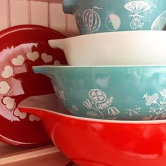 Patriotic Pyrex Stack 4th of July Pyrex @beehivevintagelove