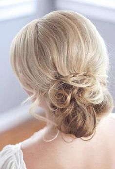 Tutorial: Messy Chignon - Click the image for the Tutorial!