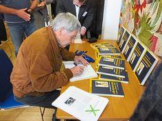 Eberhard Baumann signierte fleißig seine Bücher.  Foto: Stocker Foto: Schwarzwälder-Bote  Hier der Link zum Werk über Johann Gottlieb Friedrich Bohnenberger: www.kohlhammer.de/go.php?isbn=978-3-17-028960-4
