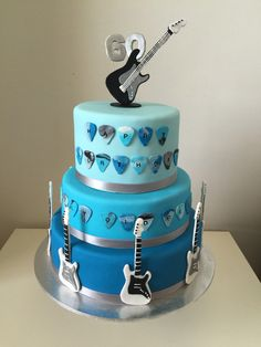 New Birthday Cake For Men Music Electric Guitars Ideas Guitar Birthday Cakes, New Birthday Cake, Birthday Cakes For Men, Drum Cake, Guitar Cake, Guitar Party, Rockstar Birthday, Birthday Music, Music Cakes