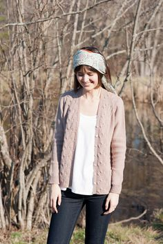 I love this boyfriend cardigan from Quince & Co. Definitely adding to my queue. Now, what color?