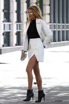 In de stijl van... Blake Lively. Een chique outfit voor een avondje uit. Combineer een strakke rok met een mooie blazer en zwarte laarsjes met een hak!