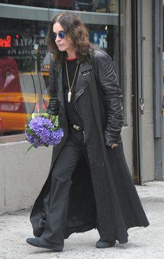 #OzzyOsbourne #Ozzy Ozzy Osbourne Quotes, Ozzy And Sharon Osbourne, Music Rock, Heavy Metal Art, Divas, Rock Legends, Black Sabbath, Metalhead, Looks Cool