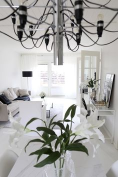 Homevialaura | Flos 2097/30 | Gino Sarfatti | modern chandelier | monochrome home | modern classic interior | neutral decor