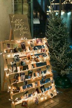 I ❤️ this display. Combining so many memories onto one pallet for the perfect wedding day!