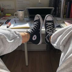 Converse Chuck Taylor All Star Hi Sneaker - Black Black Converse Outfits, Mode Converse, Sneakers Mode, Sneakers Fashion, High Top Sneakers, Shoes Sneakers, Black High Top Converse, Converse Tumblr, Chucks Outfit