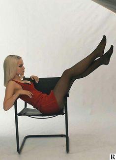 Nylons, Pantyhose Legs, Dove Cameron Bikini, Beautiful Legs, Beautiful Women, Dave Cameron, Dove Cameron Style, Nice Legs, Black Tights