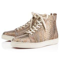 La sneakers de Christian Louboutin Rantus, combine prestance, confort et style. L'homme ainsi chaussé sublime son allure grâce à ce modèle qui conjugue les couleurs profondes et les matières éclatantes.