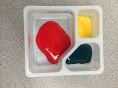 multiple colors in Lunchable tray! Duh!