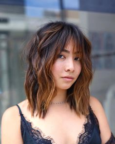 Visit our website to discover our list of sexiest wispy bangs! Photo credit: Instagram @hirohair #wispybangs #wispyhair Wispy Bangs Round Face, Textured Bangs, Round Face Haircuts, Haircuts With Bangs, Layered Haircuts, Choppy Bangs, Curly Bangs, Curly Hair Styles, Perfect Bangs