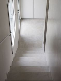 #Apartament modern #Microtopping www.concreteart.ro Concrete Art, Concrete Floors, Minimal Apartment, Stairway Lighting, Liberty House, Wall And Floor Tiles, Brick And Stone, White Houses, Stairways