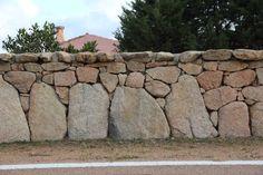 muretto di recinzione in conci di granito - Costa Smeralda (Sardinia - Italy)