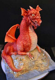 Smaug the Dragon (sitting on treasure pile) by Sweet Ruby Cakes Pretty Cakes, Beautiful Cakes, Amazing Cakes, Unique Cakes, Creative Cakes, Anti Gravity Cake, Dragon Wedding, Fondant, Fantasy Cake