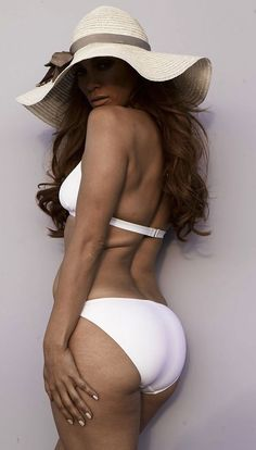"officially have a new found respect for JLo. Here she is, age 42, in a bikini, sans photoshop, letting her back ""fat"", stretch marks, and ""wrinkles"" be displayed to the world. Awesome."
