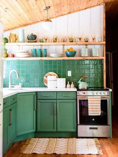 green kitchen ideas Green Kitchen, Kitchen Styling, Cabin, How To Plan, House, Home Decor, Home, Cabins, Haus