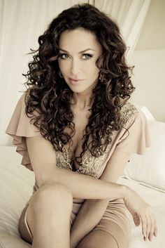what is beautiful woman in italian