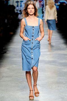 e942f9da18c Stella McCartney Spring 2010 Ready-to-Wear Fashion Show - Natalia Vodianova