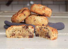 Milk Chocolate, 75 gMilk chocolate, 75 g Mjölkchoklad Ett gäng ljuvliga chocolate chip muffins blev vårt sällskap till fredagsmyset idag! OJ så goda, farligt goda och lätta att göra!Här kommer receptet :)Recept på LCHF chocolate chip muffins:75 g smör2 dl mandelmjöl0,5 dl riven kokos1 dl sukrinmelis1 tsk bakpulver1 krm vaniljpulver1 ägg50-60 gram grovhackad sockerfri mjölkchoklad... Chocolate Chip Muffins, Chocolate Chips, New Recipes, Healthy Recipes, Healthy Food, Low Carb Desserts, Lchf, Sugar Free