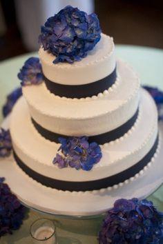 Nashville Garden Wedding | CJ's Off the Square | Navy Blue Wedding Cake - Photo: Arlund Imagery