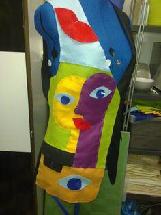 Gilet met een surrealistisch thema van verschillende kleuren vilten lapjes.