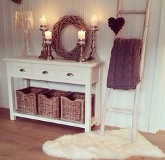 White, cozy, shabby chic decor