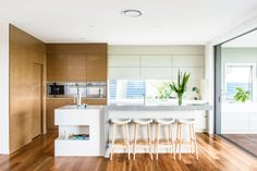 This breezy kitchen's key, and most impressive, feature is the clean finish benchtop