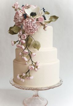 So lovely!  Vintage Wedding Cakes | Ivory & Rose Cake Company | Bridal Musings Wedding Blog