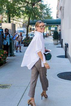Oversized White Shirt for Minimal Style Outfits - olivia palermo Office Fashion, Work Fashion, Fashion Looks, Street Fashion, London Fashion, Corporate Fashion, Fashion Details, Mode Chic, Mode Style