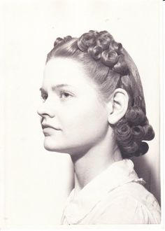Early 40s Lady Hairstyle