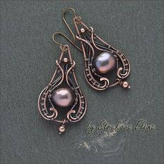 earrings with large baroque pearls, made of copper, patinated, hooks hypoallergenic niobium length width at the bottom cm, weight . Wire Jewelry Earrings, Wire Wrapped Earrings, Copper Jewelry, Copper Wire, Gold Earrings, Jewellery, Wire Pendant, Beads And Wire, Handmade Jewelry