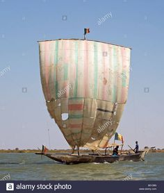 Download this stock image: Mali, Niger Inland Delta. A pirogue under sail on the Niger River between Mopti and Timbuktu. - B0139N from Alamy's library of millions of high resolution stock photos, illustrations and vectors.