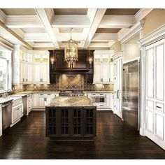 Spacious kitchens seem to be at the heart of every new home built by Barrington Homes. Custom Kitchens, Luxury Kitchens, Home Kitchens, Small Kitchens, Dream Kitchens, Home Confort, Barrington Homes, Home Interior Design, Interior Decorating