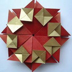 jak zrobić wianek    i gwiazdkę origami   Zaczynamy od zgromadzenia 8 kwadratowych karteczek (najlepiej dwukolorowych dla ładnego efektu), m...