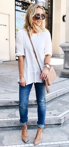 The Nude Pump: a shy younger sister to the equally essential black pump. does everything a little quieter and better, but without needing to be constantly noticed. Check out our Top 10 Nude pumps now! Bleached Jeans, Spring Fashion Outfits, Nude Pumps, Spring Tops, Jeans Style, White Tops, Work Wear, Plus Size Fashion, Style Me