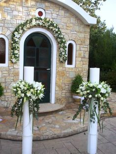 Choosing The Flower Arrangements For Church Wedding Outside Decorations, Church Wedding Decorations, Wedding Flower Packages, Church Flowers, Star Wedding, Wedding Flower Arrangements, Indoor Wedding, Chapel Wedding, Table Flowers